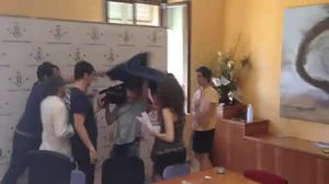 Enfrontament entre estudiants tancats i periodistes a la UdL