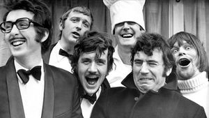 De izquierda a derecha, Eric Idle, Graham Chapman, Michael Palin, John Cleese, Terry Jones y Terry Gilliam.