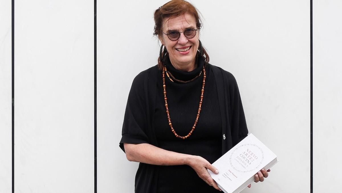 La hispanista Vicky Hayward, autora de 'Nuevo arte de la cocina española de JuanAltamiras', en Barcelona.