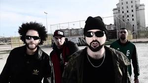 Dingoe Starr, Narko, Lout y Kopoet, en el videoclip de la canción 'Gamonal resiste'.