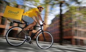 Primera sentència a favor de Glovo: els 'riders' no són falsos autònoms