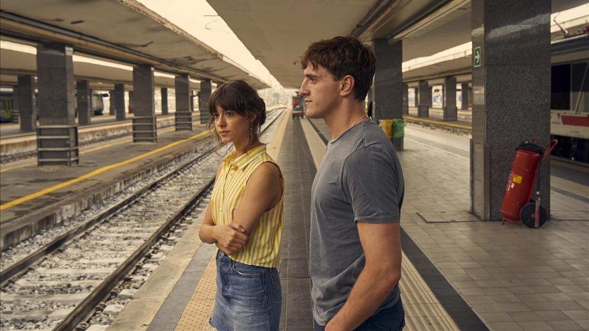 Daisy Edgar-Jones y Paul Mescal en una imagen de la serie 'Normal people'.