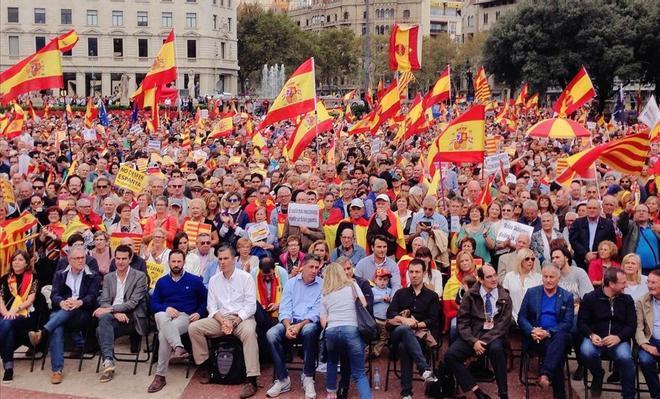 Imagen de la manifestación del 12 de octubre en la plaza de Catalunya de Barcelona.