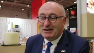 El comisario europeo de Comercio, el irlandés Phil Hogan, ha decidido dimitir tras haber sido acusado de incumplir las reglas sanitarias contra la COVID-19 en una cena en un club de golf, según ha informado en un comunicado.