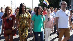 La portavoz de Ciudadanos, Inés Arrimadas, y otras dirigentes de su partido, en el Orgullo de Madrid.