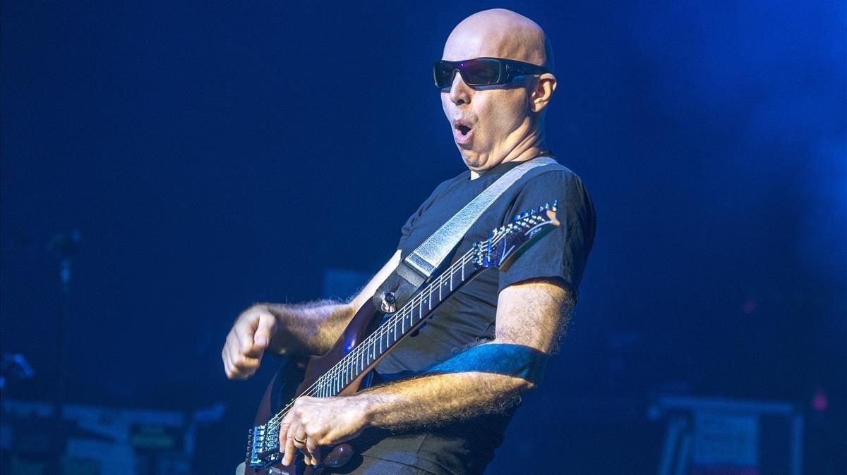 Joe Satriani en una actuación del 2015 en la sala Barts.