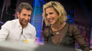 Pablo Motos con la actriz Elsa Pataky, en 'El hormiguero' (Antena 3)