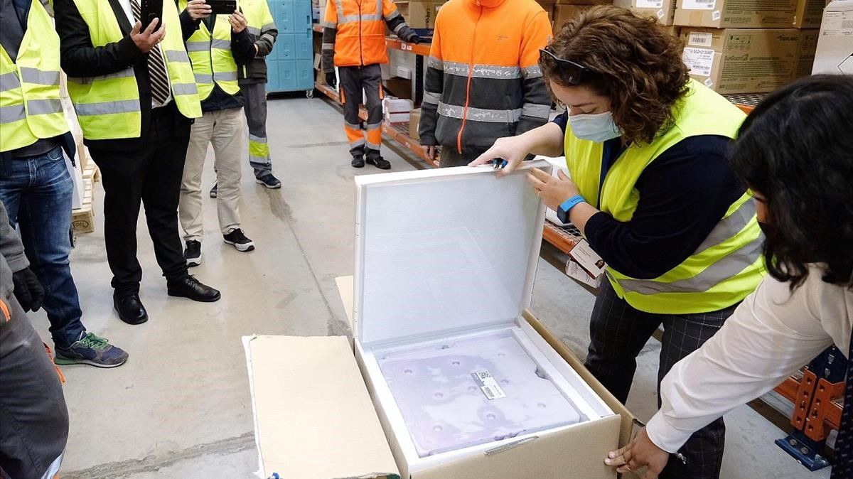 Llegada a Catalunya del primer lote de vacunas de Janssen.