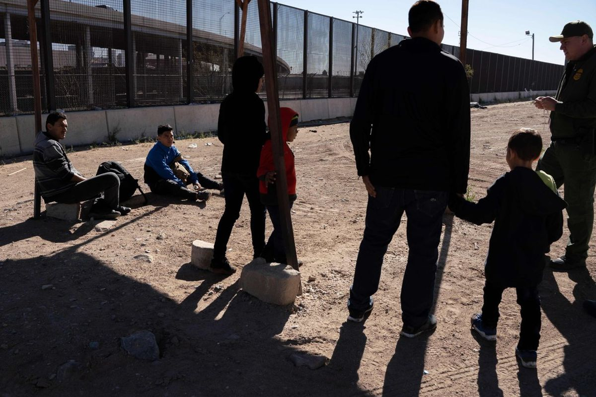 Inmigrantes centroamericanos detenidos por la patrulla Fronteriza de EEUU.