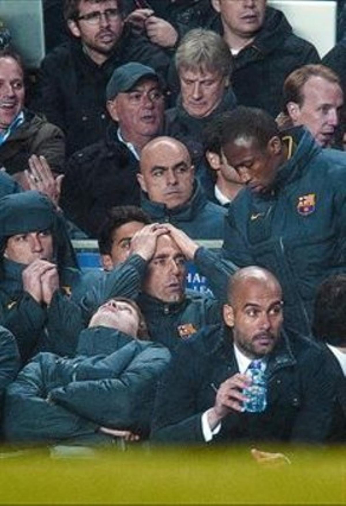 El banquillo del Barça lamenta una de las ocasiones de la noche.
