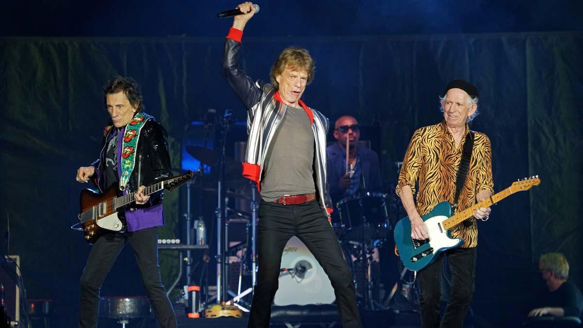 Ron Wood, Mick Jagger, Steve Jordan y Keith Richards, en un momento de la actuación de los Rolling Stones en San Luis, la primera del grupo tras la muerte del batería Charlie Watts.