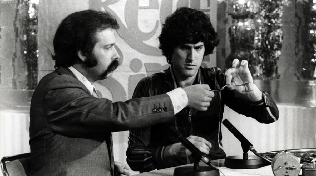 José María Íñigo, con Uri Geller en 'Directísimo'. España, 1975.