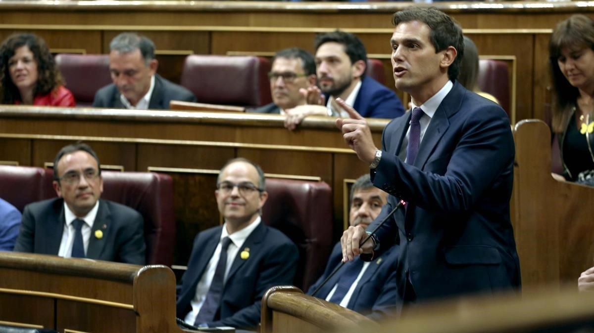 El líder de Cs, Albert Rivera, se queja de la fórmula utilizada por los diputados independentistas para jurar o prometer el acatamiento a la Constitución.