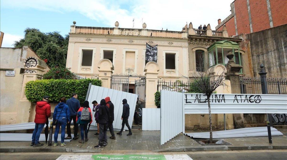 Casas de la calle Encarnació, en el barrio de Gràcia, en disputa.