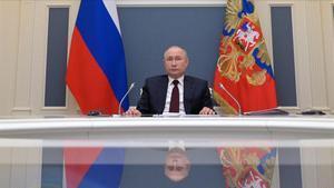 El presidente ruso Vladimir Putin participa de forma virtual desde Moscú en la cumbre del clima, este jueves.