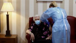 Vacunación en una residencia de Sabadell, el pasado enero.