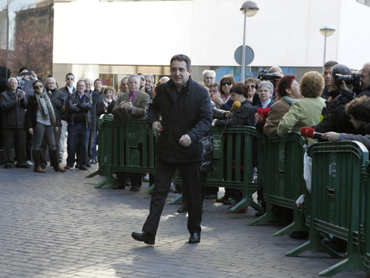 El exalcalde de Sabadell, Manuel Bustos, llega al juzgado para declarar por el 'caso Mercurio' en el 2013.