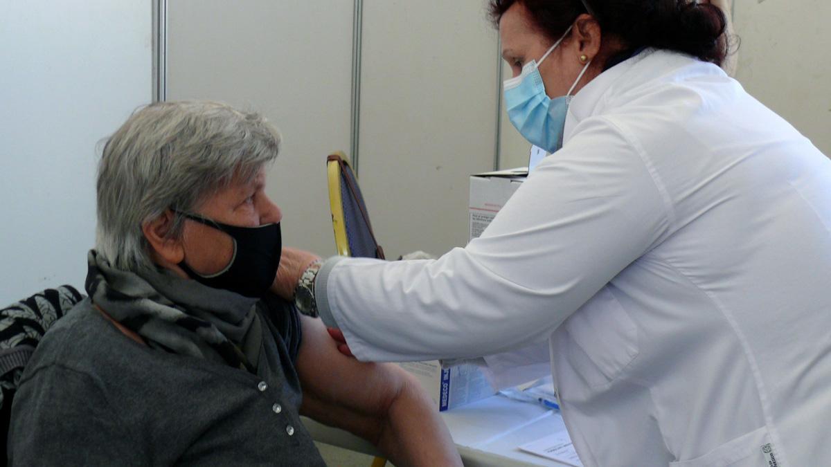 Sanitat marca com a objectiu que en els pròxims 15 dies es vacuni tots els més grans de 80 anys