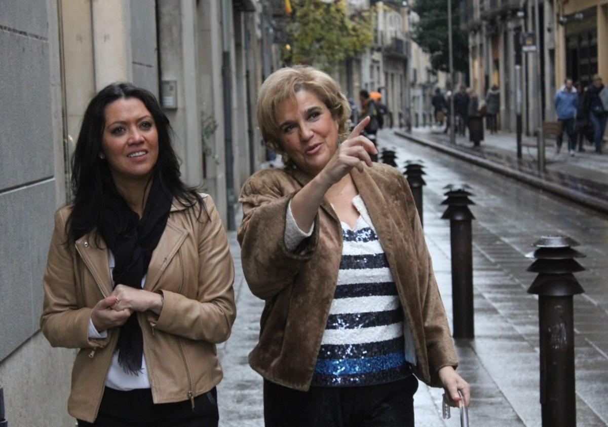 Pilar Rahola, junto a la esposa de Carles Puigdemont,Marcela Topor, enel desaparecido'Fora de sèrie'.