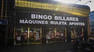 Fachada del Bingo Billares, en la Gran Via.
