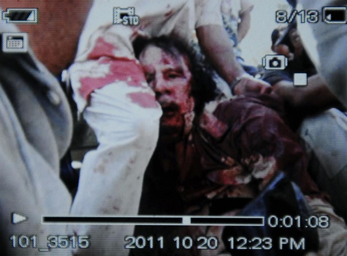 Imagen distruibida por AFP, supuestamente de Gadafi.