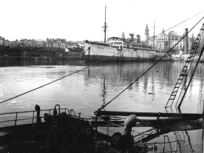 El vaixell de transport 'Ciudad de Sevilla', atracat al Port de Barcelona el 1939.