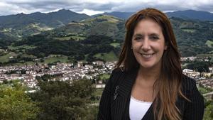 La escritora Dolores Redondo, en el valle de Baztán.