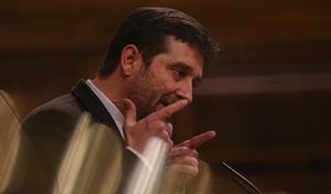 El portavoz de Podemos Rafa Mayoral  interviene en una sesión plenaria en el Congreso de los Diputados.