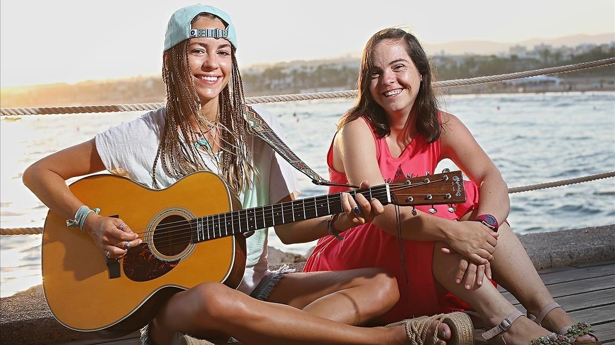Sofía Ellar, con Beth.