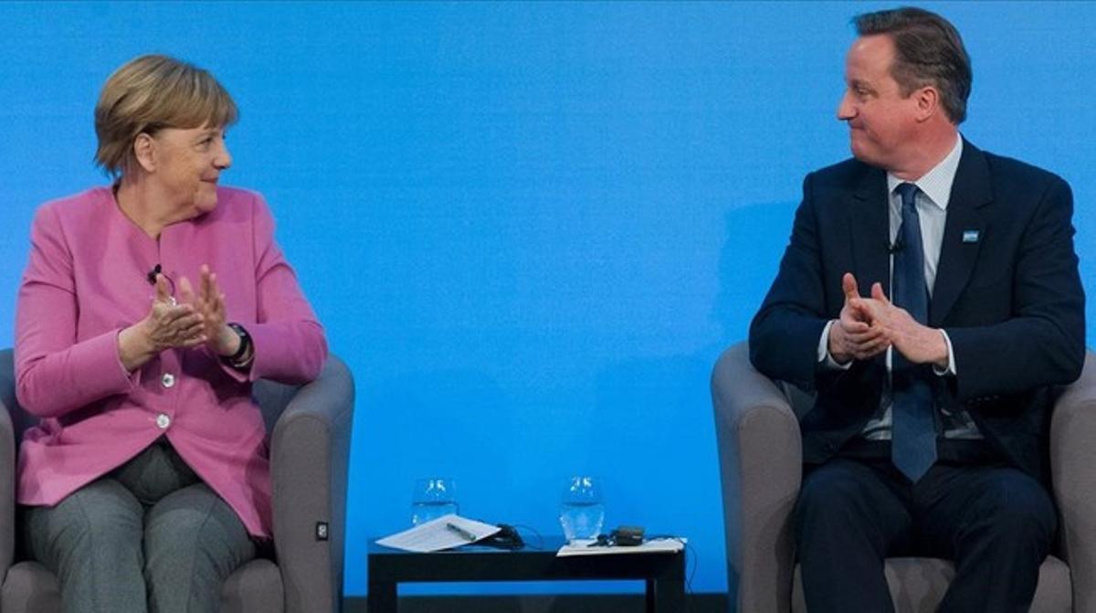 Merkel y Cameron, en una rueda de prensa.