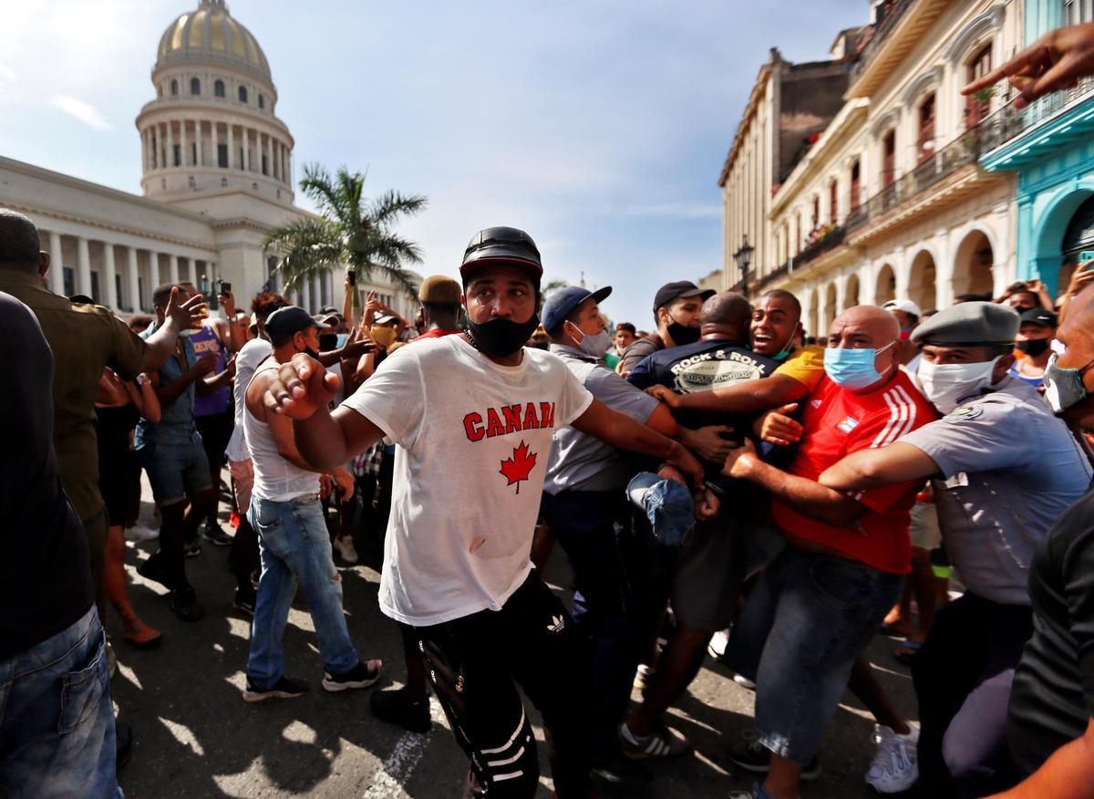 Manifestantes en las protestas en La Habana.