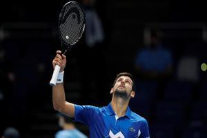 Djokovic celebra su victoria en Londres ante Schwartzman