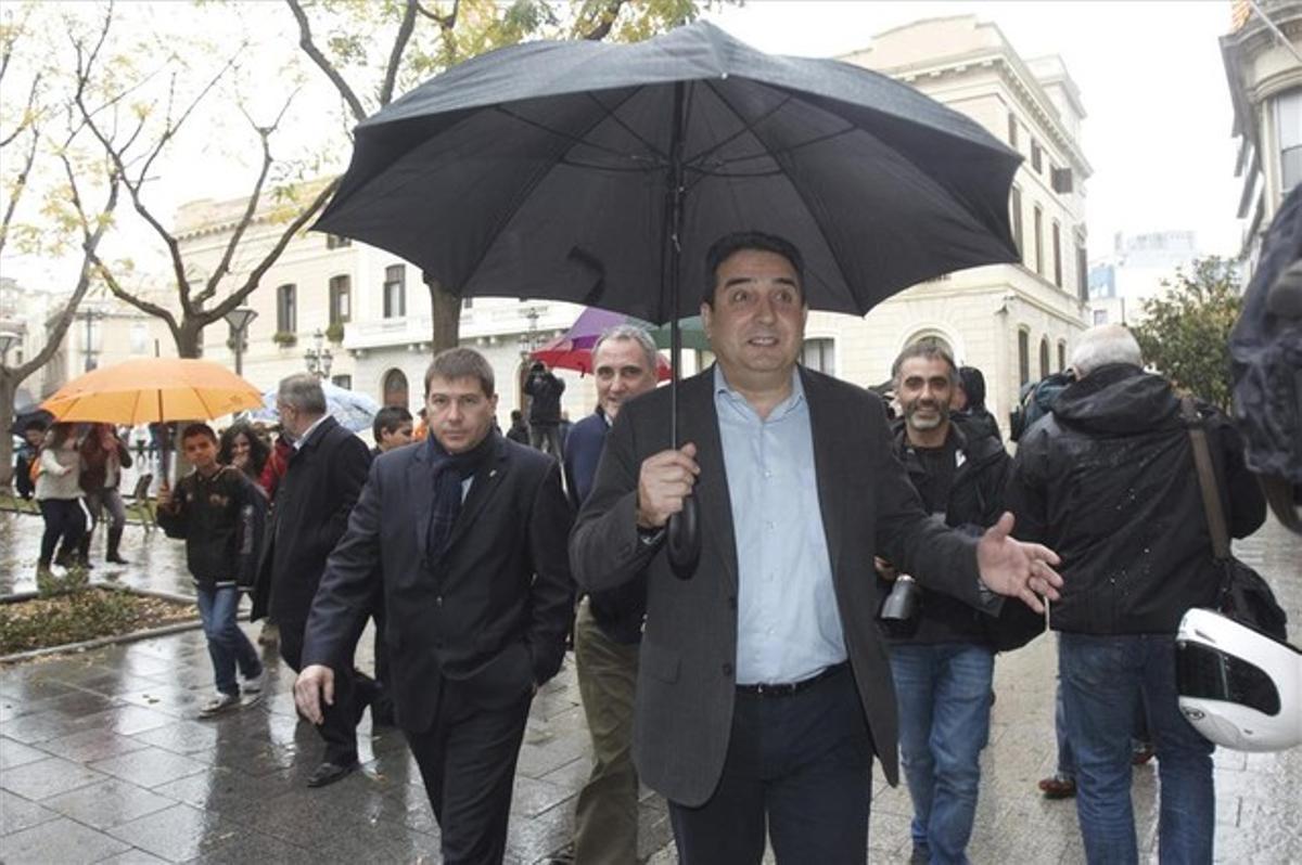 Manuel Bustos, alcalde de Sabadell, a la salida del Ayuntamiento.