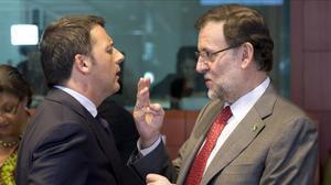 El primer ministro italiano, Matteo Renzi, y Mariano Rajoy, en una fotografía tomada en una cumbre europea en el 2014.