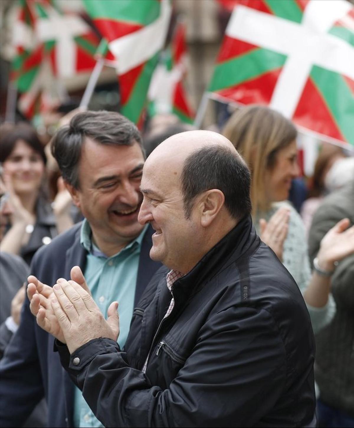 Ortuzar (el PNB) es desmarca de l'independentisme del «tot o res» i recolza el PDECat