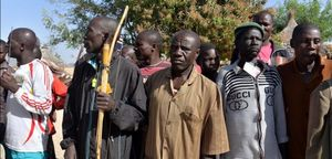 Civiles autoorganizados en una milicia para combatir a Boko Haram en el norte de Camerún, el pasado 16 de febrero.