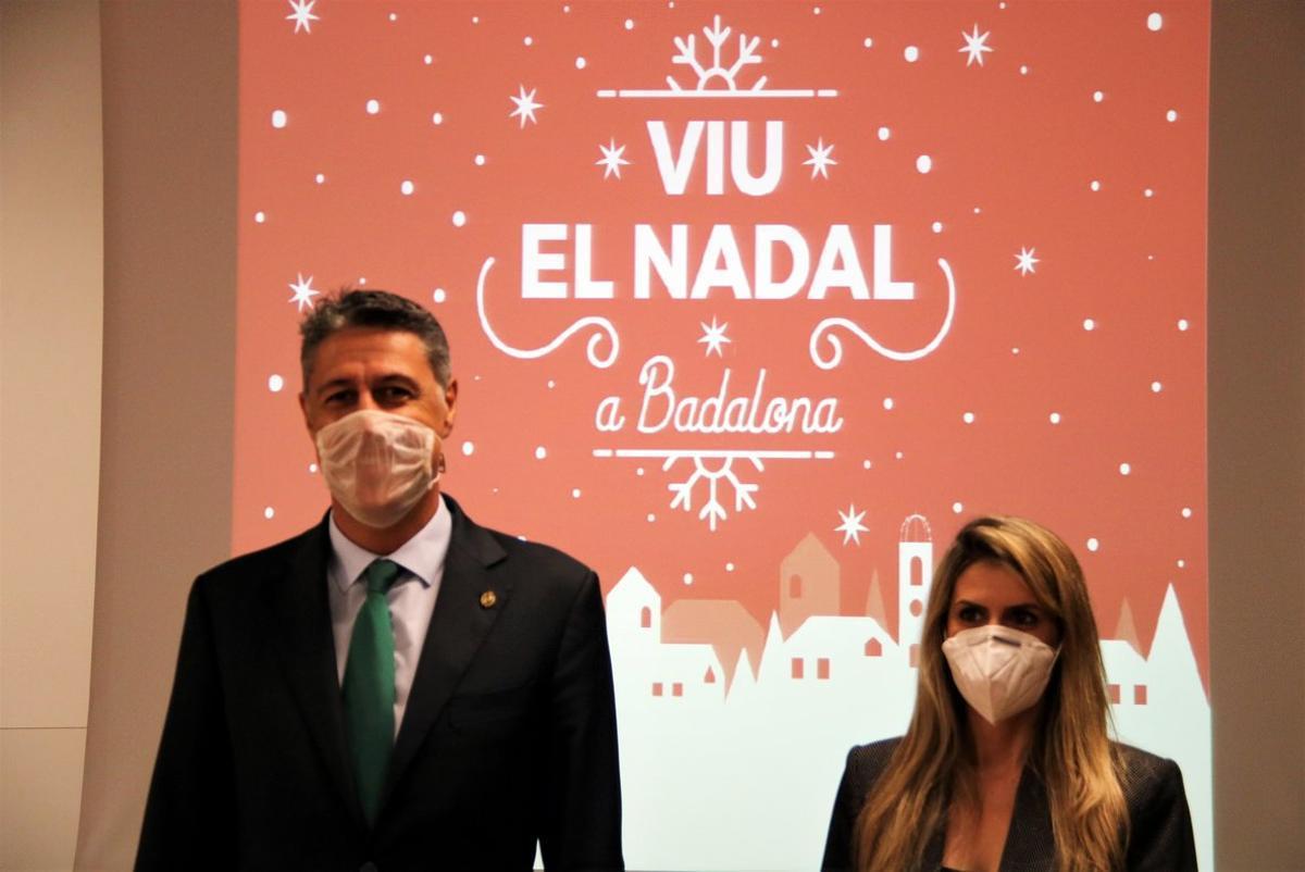 Garcia Albiol con la concejala Cristina Agüera en la presentación de la campaña de Navidad.