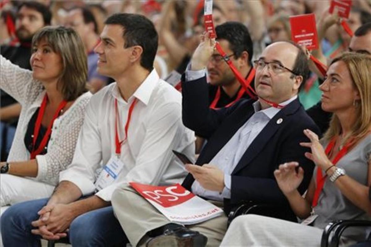 Pedro Sánchez, junto a Miquel Iceta y Carme Chacón, en un congreso extraordinario del PSC.