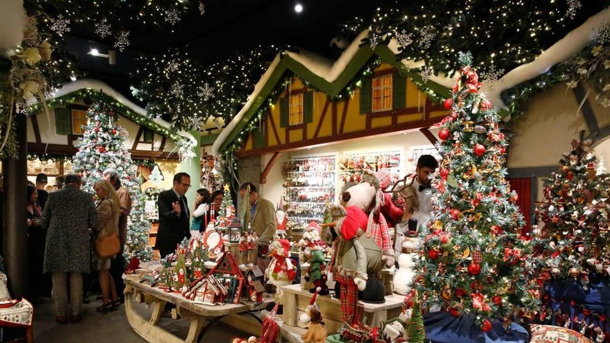 Adornos de Navidad de la tienda Käthe Wohlfahrt, en Barcelona.