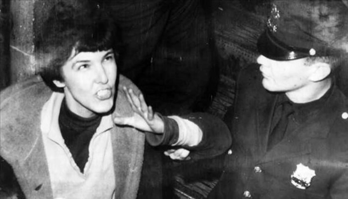 Valérie Solanas, detenida por la policía.