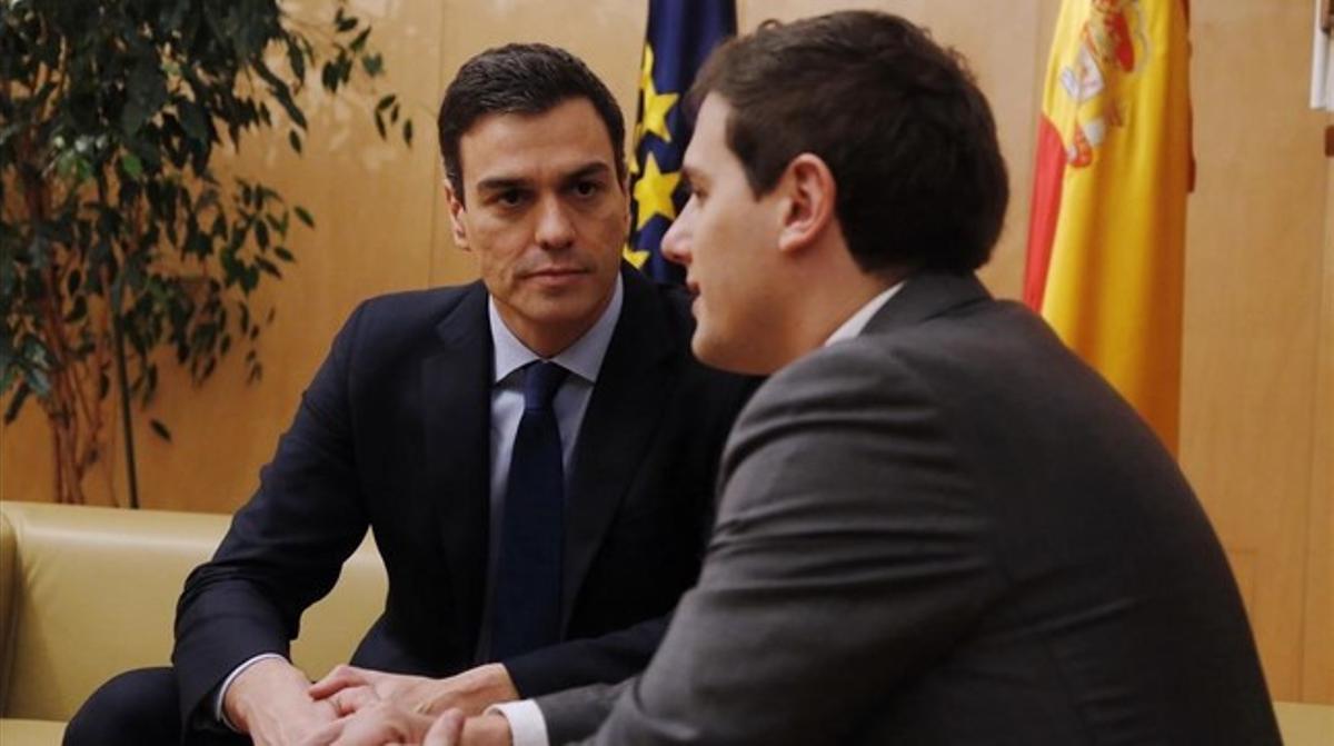 Encuentro reciente de Pedro Sánchez con Albert Rivera.