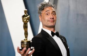 El neozelandés Taika Waititi, con su Oscar por el guion adaptado de Jojo Rabbit