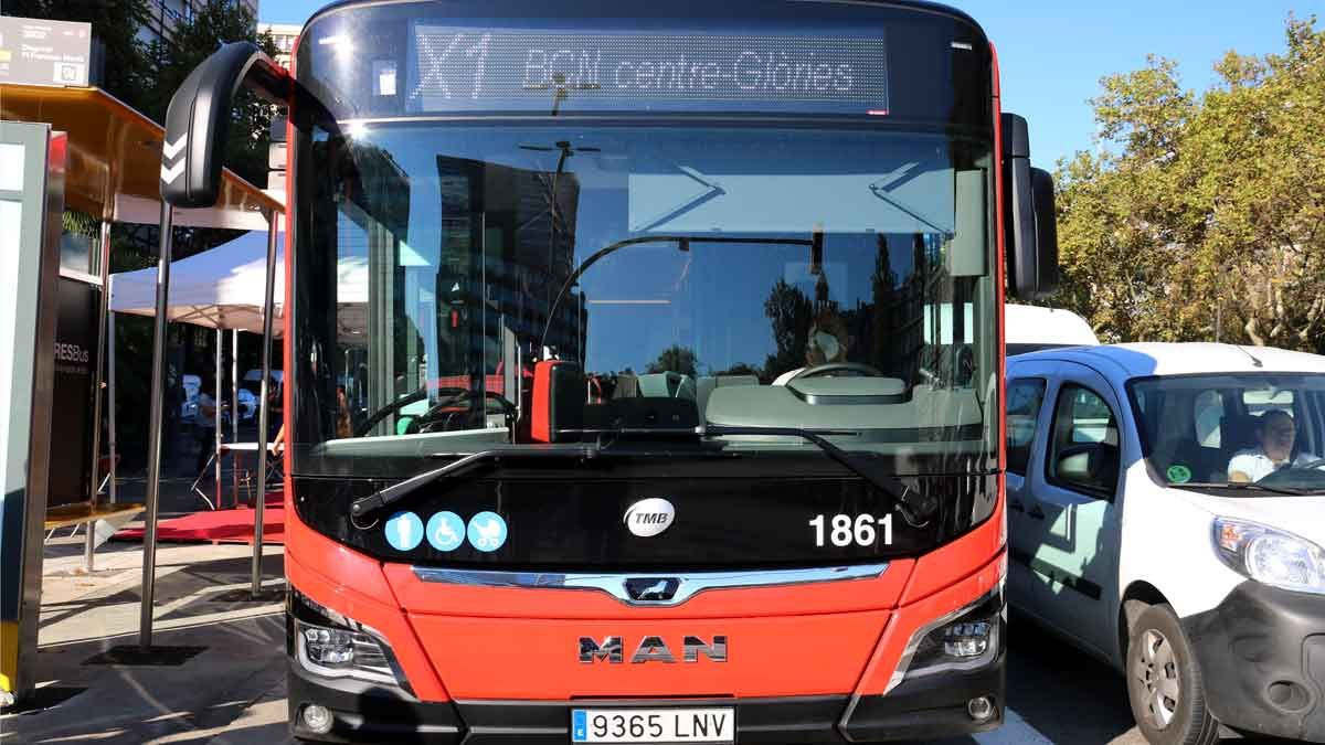 TMB presenta su primera línea de bus semidirecta para conectar los accesos a Barcelona con el centro de la ciudad.
