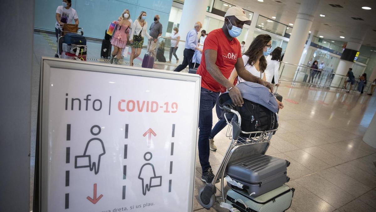 Llegadas T1 aeropuerto del Aeropuerto de El Prat, ayer.