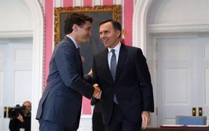 El primer ministro de Canadá, Justin Trudeau, con su exministro de Finanzas.