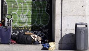 Un sintecho en una calle de Madrid.