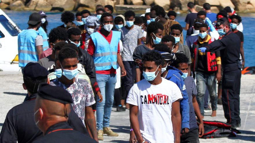 Image Desembarco de 700 migrantes en Lampedusa