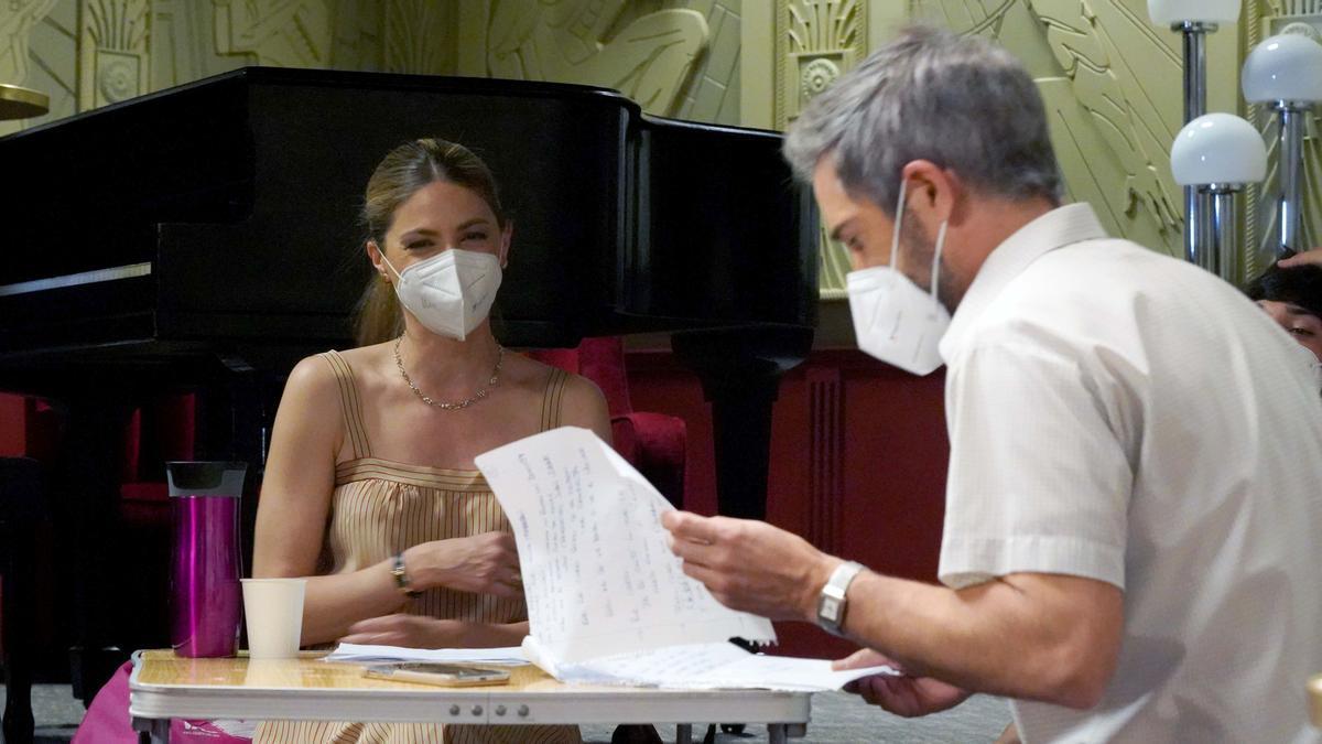 Manuela Velasco y Unax Ugalde, en un momento de la grabación de 'Amar es para siempre' (Antena 3).