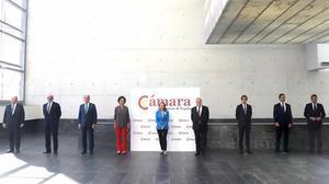 Nadia Calviño (centro), acompañada por José Vicente Morata, Fernando Abril, Sánchez Galán, Ana Botin, José Luis Bonet, Alvarez-Pallete, Carlos Torres y Gerardo Cuerva.