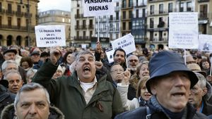 ElDefensor del Pueblorecibió en el 2017 más de45.000 peticionesde un referéndum para una reforma constitucional que establezca elcarácter público de las pensionesy su revalorización automática.